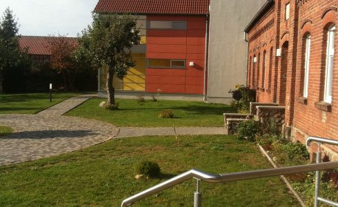 Blick vom Haupteingang zum Bettenhaus (Foto: Birgit Molin)